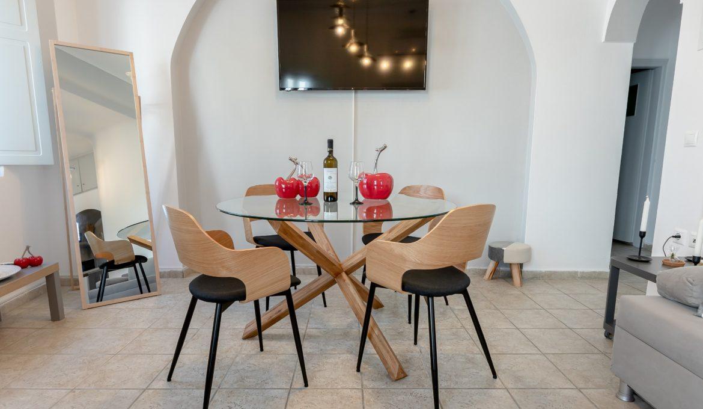 Neoklassiko Koukouli Family Room – Fira